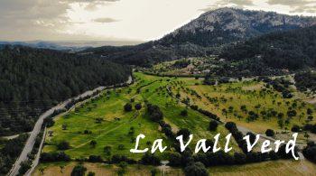 El entorno La posesión de Son Vic Vell está situada entre valles y montañas de altura media: La Vall Verd, s'Estret de Sa Cova, es Puig des Cero, es Puig des Revell... Un valle de almendros, algarrobos, pinares, cultivos... A 1 km del bello Es Capdellà y a pocos kilómetros del mar de Peguera.